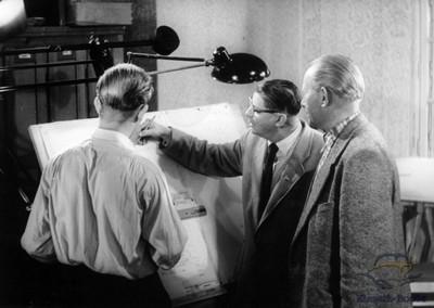 mit dem Rücken links ist Reimer Hoffmann, Mitte Herr Fugmann, rechts Herr Spieß